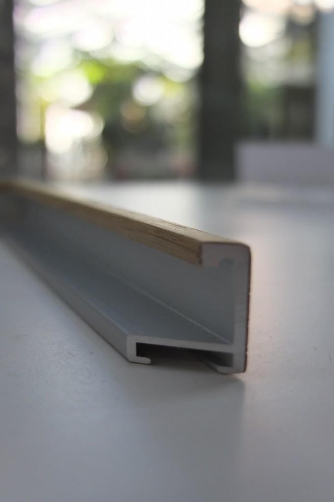 Hier sieht man sehr schön das Profil der Holzfurnierten Aluminiumleisten für Anfertigungen auf Maß