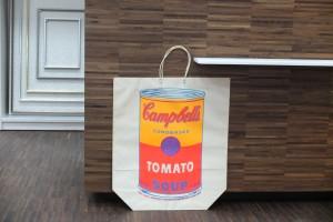 Papiertragetasche anlässlich einer Warhol-Ausstellung in USA