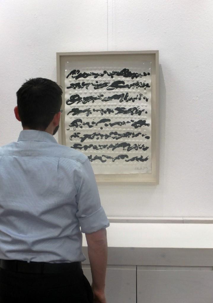 Beispiel Bilderhängung mit Nagelbild von Günther Uecker